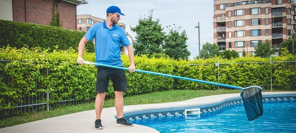 entretien piscine en action