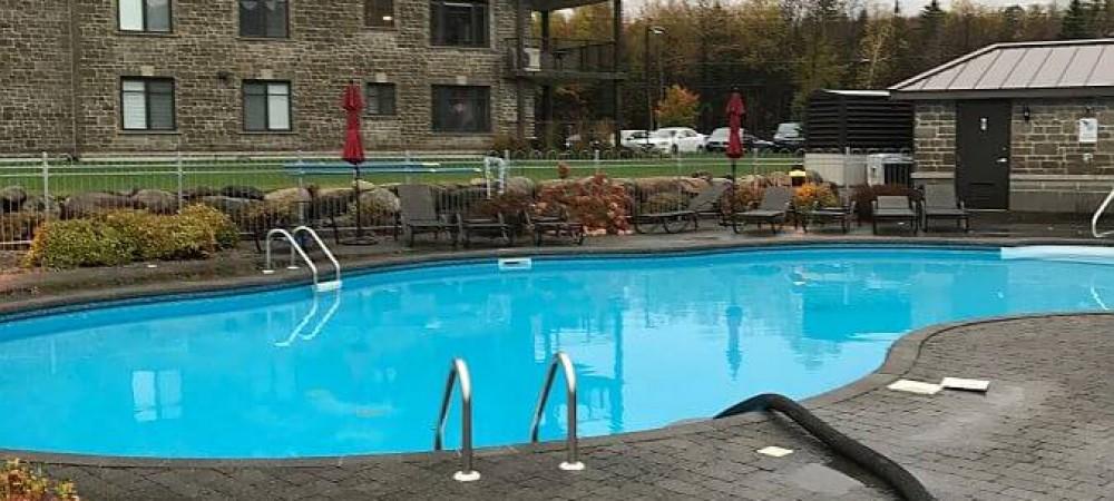 fermeture piscine en action